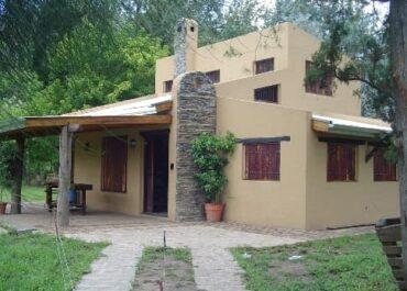 Construir una vivienda sobre suelo de arcillas expenasivas.